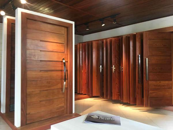 Carpintaria Rezende: Loja Especializada na Fabricação e Venda de Portas de Madeira